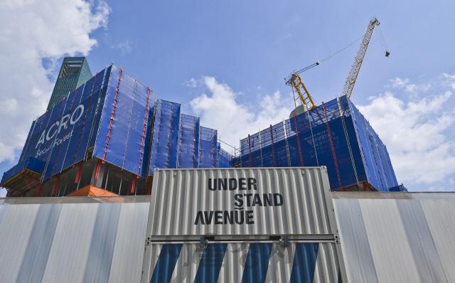 [건축과도시] 공사장 옆 공터 수놓은 116개 컨테이너..언더스탠드에비뉴, 성수동 거리 새 명소로