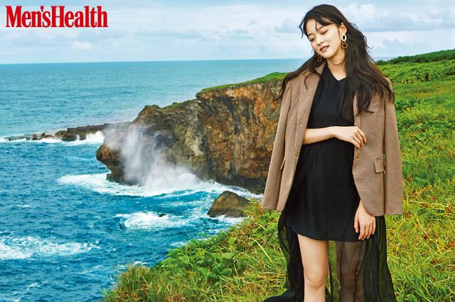 '스위치' 신도현, 사이판 화보로 '제3의 매력' 발산..올 여름 우리가 사랑한 소녀