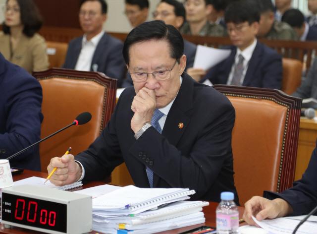 송영무 '북한에 DMZ GP 구역별로 철수하는 방안 제안할 것'