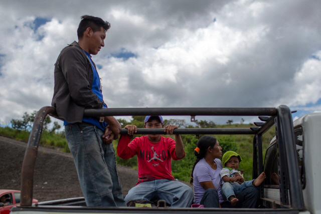 '맞아 죽더라도 굶는 게 더 힘들어' 베네수엘라 난민행렬 '제2의 지중해 난민사태'