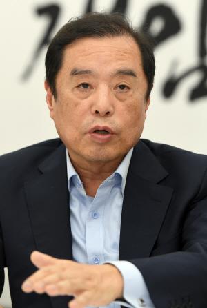 """김병준 """"文 정부, 돈 쓰는 법 틀렸다"""""""