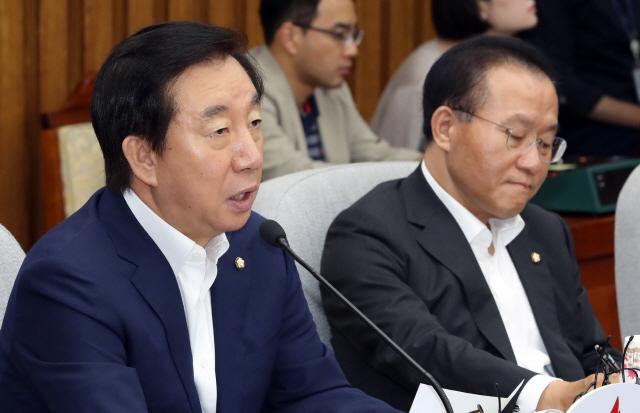 """한국당 """"文정부, 남북대화 분위기로 경제실정 덮으려 해"""""""