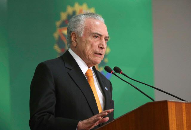 브라질, 베네수엘라 난민 유입 규제 검토...입국자 3분의 1로 줄여
