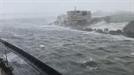 태풍 '제비' 위력에 일본 간사이 공항 폐쇄