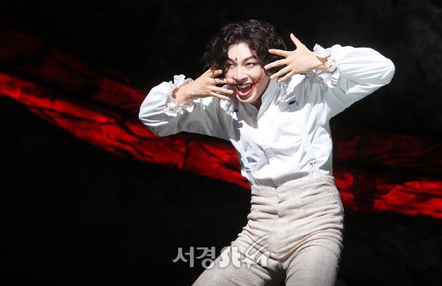 [종합] '웃는 남자' 최단 기간 10만 관객 돌파 뮤지컬..박효신X수호X박강현의 '순수한 열정' 통했다