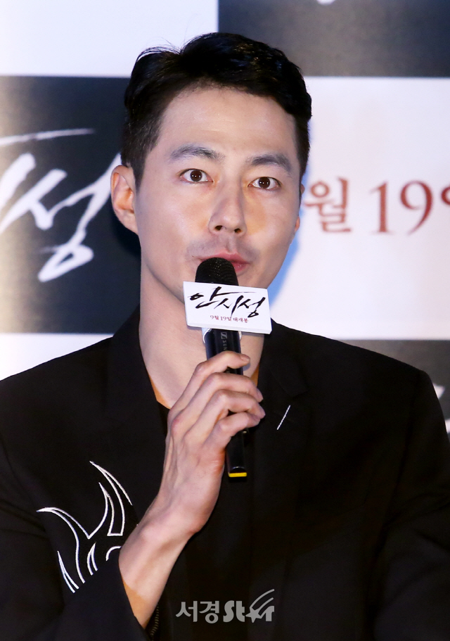 """[현장]'안시성' 조인성 """"소통하는 성주 그리기 위해 야망 내려놨다"""""""