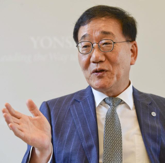 김용학 연세대 총장 '단지 똑똑하고 창의적 사람 아닌 사회 돌아볼 줄 아는 인재 필요'