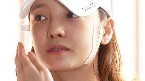구하라, 5시간 경찰 조사 마치고 귀가중 취재진에 밀려 넘어져
