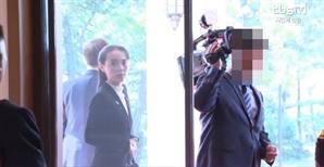 """문재인 대통령·김정은 환담 중 카메라에서 '지X하네' 욕설, 네티즌 """"누군지 찾았다"""""""