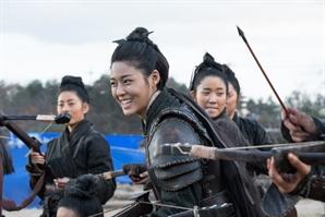 """'안시성' 100만 돌파..조인성X설현, """"흥행해서 웃는다"""" 비하인드 스틸 공개"""