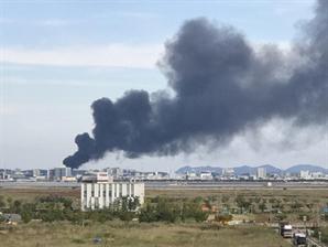 경기 시흥 플라스틱 공장서 불, 건물 2채 태우는 중