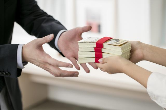 학자금 제외 대학생 대출액 '1조1,000억원'…'생활비 추정'