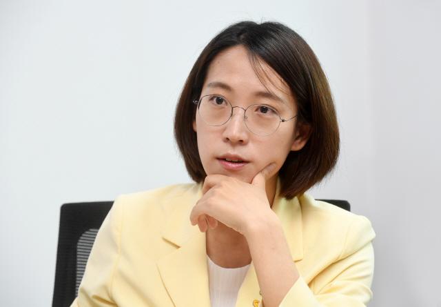 장혜영 ''피해자다움'이란 없다···우리는 반드시 일상으로 돌아갈 것'