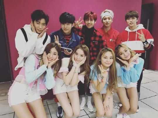 걸그룹 '하이틴', B1A4 등 선배그룹들과 다정한 인증샷! '화기애애'