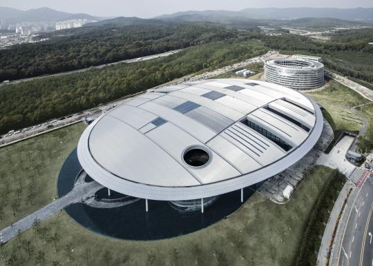 [건축과 도시] SF 영화속 장면이 현실로 ... 대전 한국타이어 테크노돔