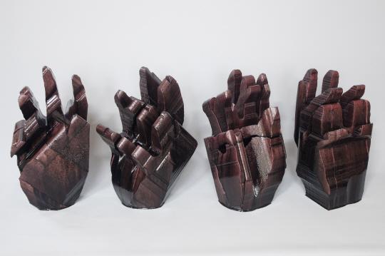최첨단 시대에도 '손작업' 고집하는 조각가들