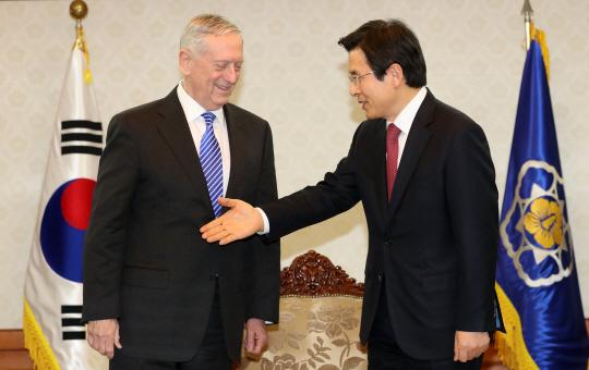 매티스 美국방, 첫 방문지로 한국 택한 이유는...대북 경고·중국 견제 '이중 포석'