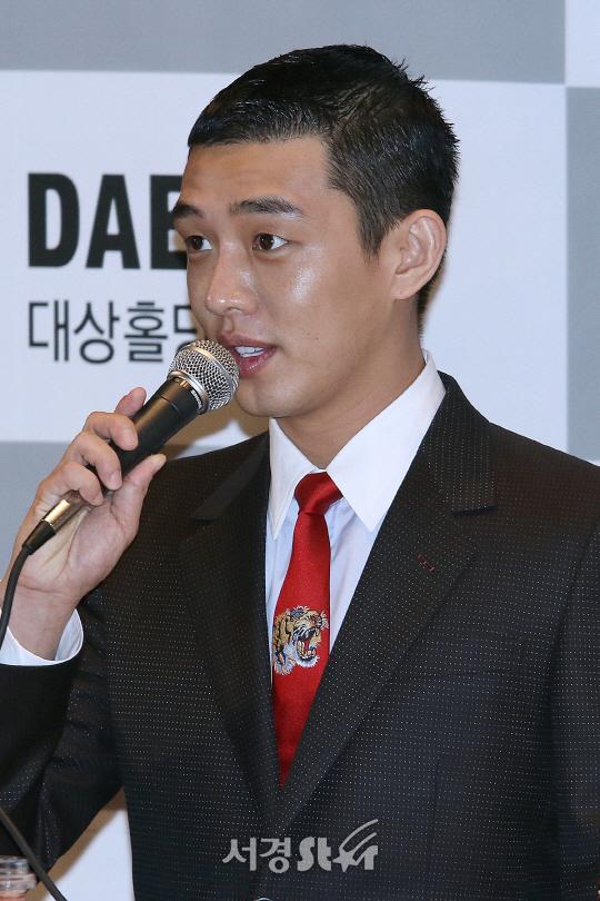 배우 유아인, '골종양' 투병과 군 재검 문제에 대해 해명(공식입장)