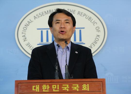 홍준표 '우파 단일화 꼭 필요' 김진태 '바른정당과 연대없다'