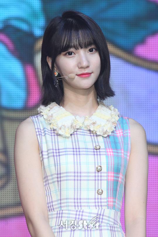 TEN 포토 오마이걸 비니 더 예뻐진 미모에 눈길   텐아시아