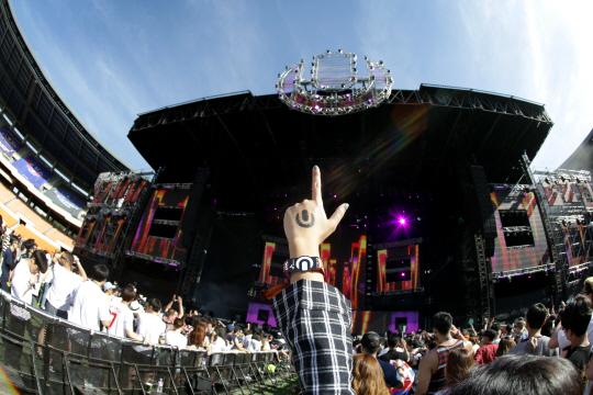 '울트라 코리아'서 흥겨운 비트 선뵌 세계적 DJ 로메로