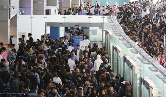 인천공항 출국자 11만명 넘어..역대최대