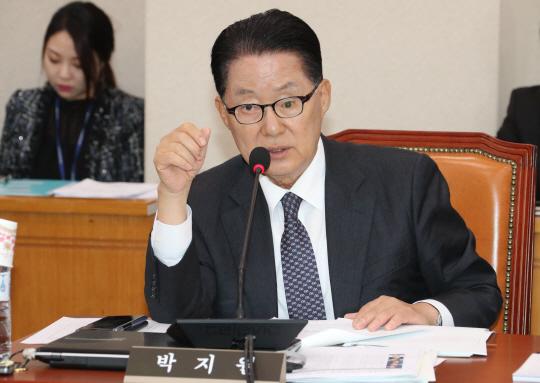 박지원 '안철수, 신중하게 접근해야'…바른정당 통합 조사에 쓴소리