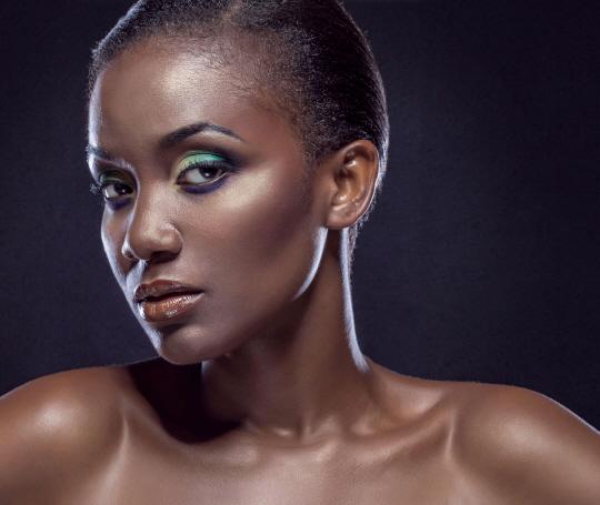 유색인종 여성에게 유독물질 강요하는 미(美)의 기준