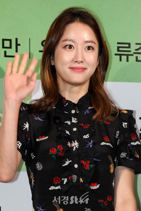 전혜빈 측 ''정글의 법칙' 남극특집 출연, 긍정 검토 中'(공식입장)