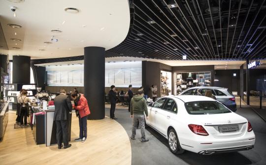 쇼핑몰·카페·핫플레이스...고객 찾아가는 車전시장