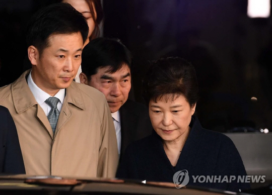 유영하, 박근혜가 맡긴 30억 다시 朴 계좌에 입금