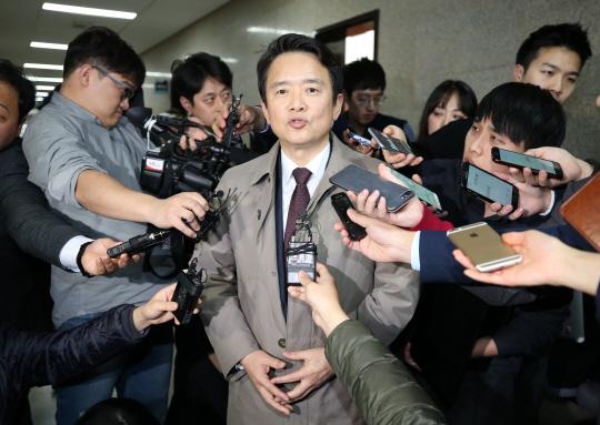 '바른정당 탈당' 남경필 경기지사, 한국당 복당하나