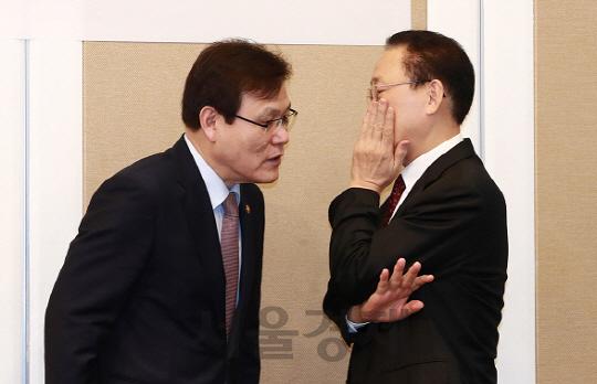 당국 수장 '자리'걸고 김정태 축출 나서... '투박한 관치'에 시장 당혹