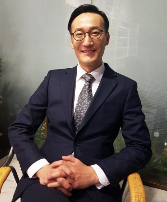 '슬빵' 명교수 정재성, '나의 아저씨'  합류 확정...이선균, 아이유와 호흡 맞춘다