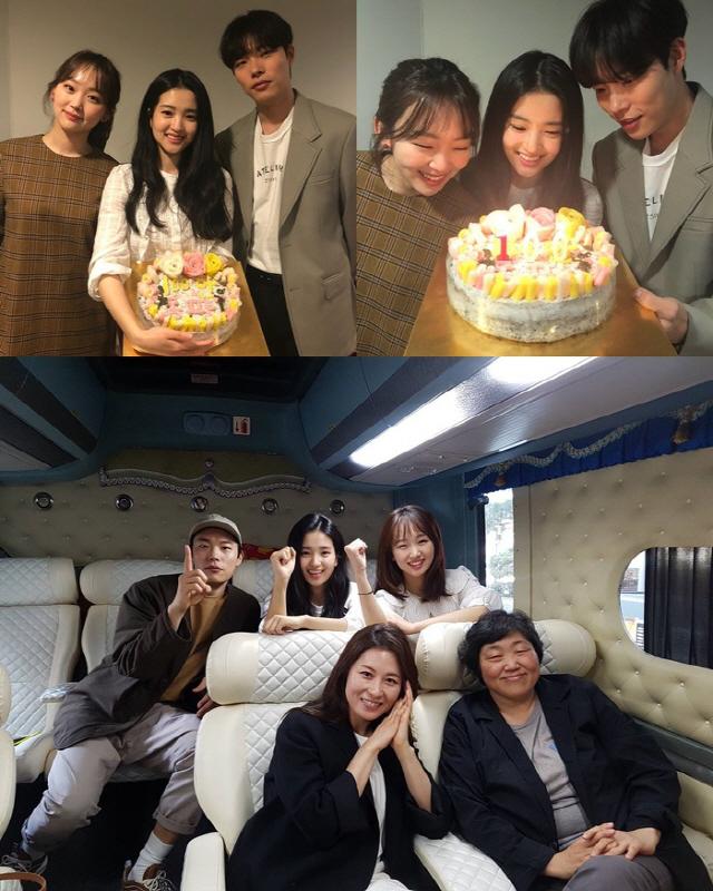 '리틀 포레스트' 100만 돌파, 류준열X김태리X진기주 '떡케이크 인증샷'