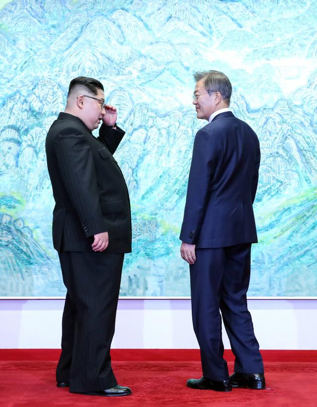 [남북정상회담] 文 '北 통해 백두산 가보고싶다' 金 '분단선 자주 밟으면 없어져'