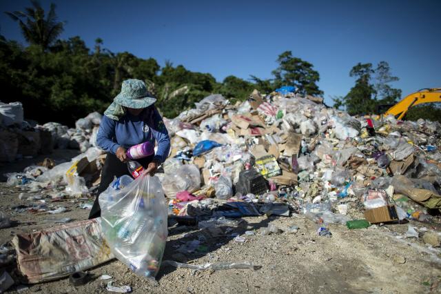 [글로벌WHAT]쓰레기 더미밖에...뛰어놀 곳이 없어요