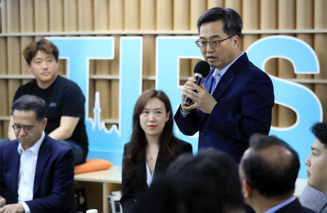 """김동연 부총리 """"규제 개혁, 비용 따르겠지만 정면돌파할 것"""""""