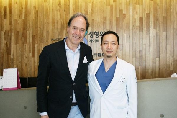 유로실리콘 유럽 키닥터, 에이트성형외과와 안전하고 빠른 가슴수술법 논의