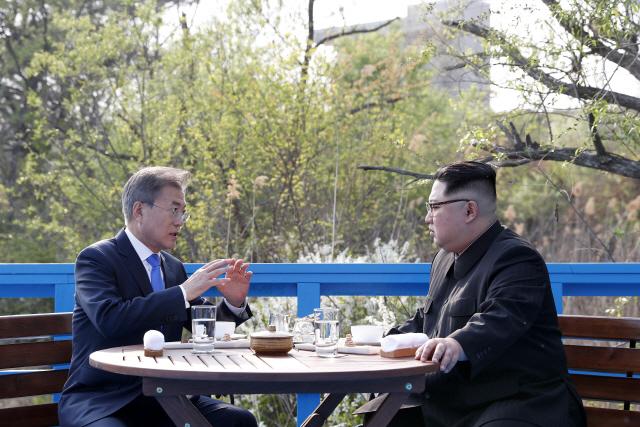 문재인 대통령 '김정은 위원장과 판문점서 두 번째 정상회담했다'