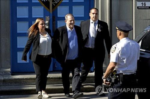 '미투' 첫 고발된 할리우드 제작자 와인스틴, 1급 강간혐의로 기소