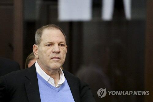 '미투 촉발' 와인스틴, 1급 강간혐의로 기소…'25년형 가능'