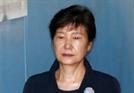 """시민에게 손배소송 당한 박근혜 """"권력행위는 책임 물을 수 없어"""""""