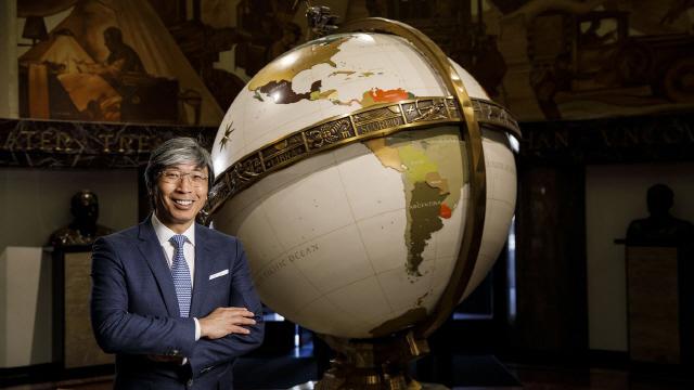 의사출신 중국계 사업가 순시옹 '136년 역사' LA타임스 품었다