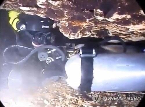 '태국 동굴에 갇힌 나머지 소년들 구조 최대 나흘 걸릴 듯'