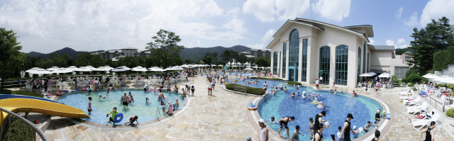 [COOL하게~ 워터파크서 여름나기-오크밸리 리조트] '별빛 패키지'이용땐 천문 관측+수영장 50% 할인