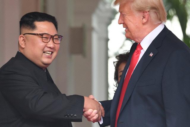 김정은 친서 '비핵화' 언급 없어…추가 정상회담 기정사실화