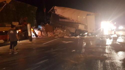 대구 경부고속도로서 떨어진 타이어 밟은 4.5t 화물차 운전자 사망