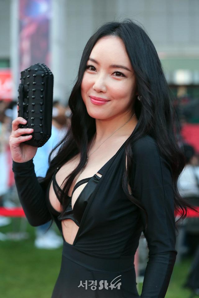 '전준주(왕진진)♥' 낸시랭, 역대급 노출 의상…어땠길래?