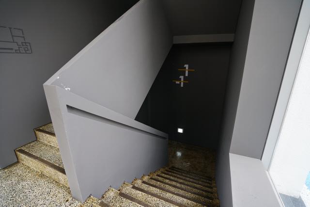 [건축과 도시-KB락스타 청춘마루] 햇살 머금은 '노란 계단'…바쁜 일상 속 '노란 쉼표'가 되다